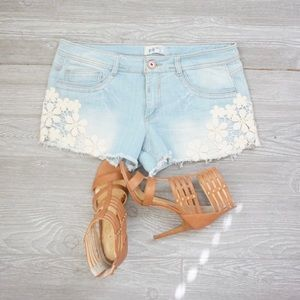 Jolt distressed denim shorts mini size 11 🌼❤️